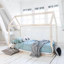 chambre bébé bois naturel quel lit bébé choisir berceau bois amélie lits bébés