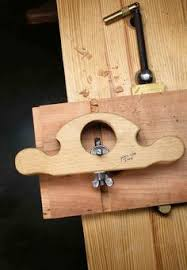 a router plane of wood and an allen key paul sellers