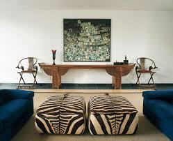 wohnzimmer mit polsterhockern im bild kaufen 381786
