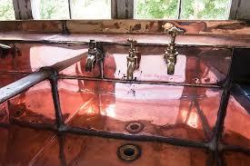 waschbecken im badezimmer wasserhahn kupfer küche alt