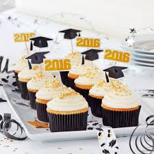 Michaels Cake Decorating Tips by Celebrate Your Favorite Grad With These Diy Graduation Cupcakes