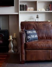 comment nettoyer un canapé en cuir marron maison comment nettoyer canapé cuir marron vintage coussins drôle