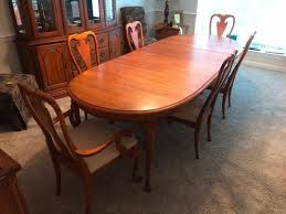 Lot 83 Of 169 Beautiful Kincaid Governors Oak Dining Room Table With Four Chairs And Two Captains