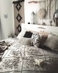 skandistyle boho schlafzimmer