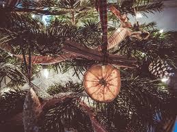 16 Rustic Farmhouse Inspired DIY Christmas Decoration Ideas