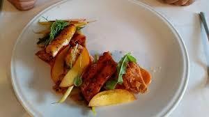 plat cuisin sous vide plat de pieuvre cuit sous vide avec ris de veau poivron rôti