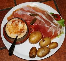 cuisiner le mont d or la fondue de mont d or ou mont d or chaud fondus de fromage