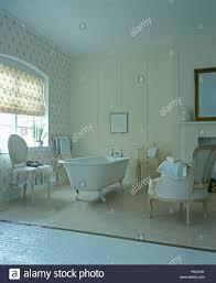 freistehende badewanne und blinde in land bad mit
