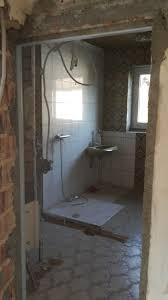 bad wc renovieren alte fliesen entfernen