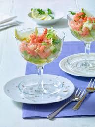 leichte vorspeise delikater garnelen cocktail mit chicorée