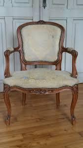 tapisser un canapé retapisser un fauteuil cabriolet tapissier à bohars côté sièges