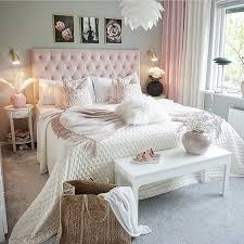 romantisches boxspringbett in rosa schlafzimmer design