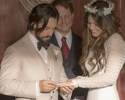 mandy moore inspired by her u0027this is us u0027 wedding dress
