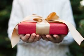 8 christmas gift ideas that help people manage money