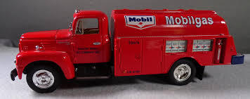 Mobilgas Diecast 1957 International R-190 With Fuel Tanker