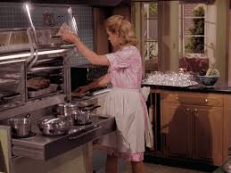 Samantha Stephens From Bewitched Had Both Magic And State Of The Art Appliances On Her Side As Seen Above One New Technological Innovations Sam