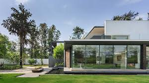 100 Glass House Project Delhi This 14000sqfoot Bungalow In Chhatarpur Is A Glass Cube