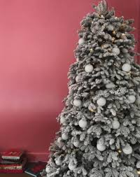 Balsam Christmas Tree Australia by Which Kardashian Has Won The Battle For Best Christmas Tree