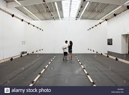 Berliner Kã Che Berlin Deutschland Besucher Betrachten Kunstwerke In Der
