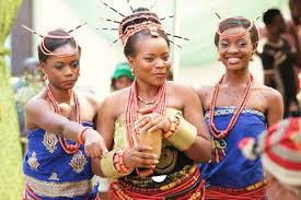 An Igbo bride centre with her maidens 585