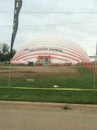 Halloween Express Hours Milwaukee by This Halloween Store Is In An Inflatable Temporary Building