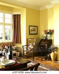 tisch satz für vesperzeit in blaß gelb esszimmer mit