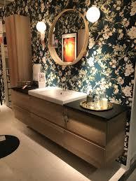 badezimmer idee kommode mit waschbecken flower tapete