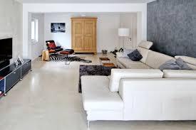 fugenloser spachtelboden auf 120 qm in cremeweiß modern