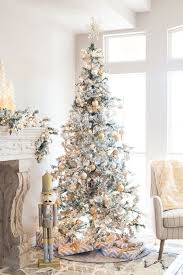 Metallic Decor Is A Popular Option For Flocked Tree As It Bring Glam And Chic