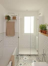 große dusche mit fenster im bad mit bild kaufen