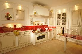 cuisines de luxe cuisine traditionnelle avec poignees legrand haut de