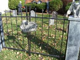 Halloween Cemetery Fence Diy by Halloween Cemetery Fence