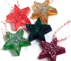 Saran Wrap Christmas Tree With Ornaments by Dabbled Tutorial U2013 Make Resin Star Christmas Tree Ornaments