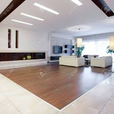 foto riesigen haus mit einem großen hellen wohnzimmer