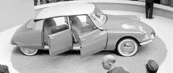 sur si e voiture la voiture demeure intimement liée à l humanisme automobile