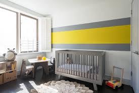 chambre jaune et gris décoration chambre bébé en 30 idées créatives pour les murs bb