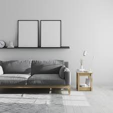 zwei leere plakatrahmen modell auf regal im grauen
