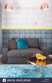 wohnzimmer einrichtung in eleganten stil mit kupfer