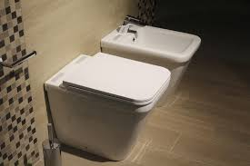 altersgerechtes bad welche hilfsmittel lohnen sich gibt