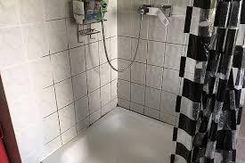 schimmel im bad die sachverständige zeigt wo es schimmelt