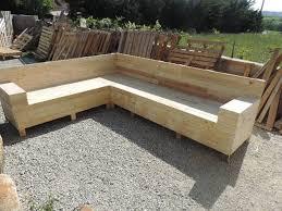 construire canapé d angle tuto pour créer un canapé d angle en palettes les astucieuses