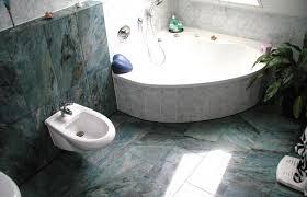 granit als bodenfliesen und wandfliesen für das badezimmer