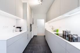 küche mit corian arbeitsplatte minimalistisch küche