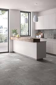 moderner stil in der küche mit grauen fliesen wohnung