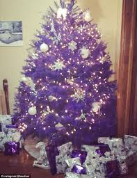 Are Christmas Trees Poisonous To Dogs Uk by New Jersey Farm Is Selling Rainbow Christmas Trees Daily Mail Online