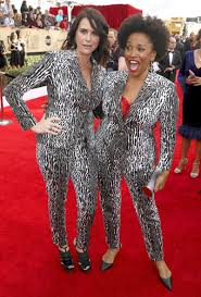 Ellen Degeneres Amy Halloween Horror Nights by Sag Awards 2017 Amy Landecker And Jennifer Lewis Wear The Same