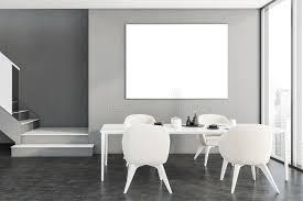 graues esszimmer mit poster und treppe stock abbildung