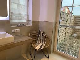 einen stuhl für das badzimmer im deichkrönchen