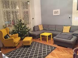 wohnzimmer grau gelb wohnzimmer teppich sessel ikea