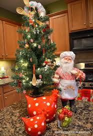 Kitchen Christmas Tree And Decor Via Worthing Court Blog